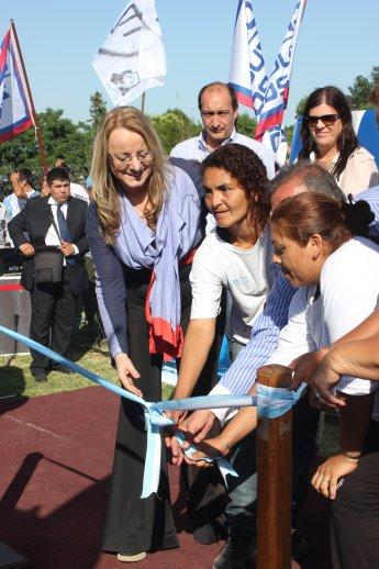 Alic a kirchner y humberto z ccaro recorrieron obras del argentina trabaja en pilar agencia - Centro de salud barrio del pilar ...