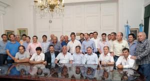 45 intendentes presionan a Vidal
